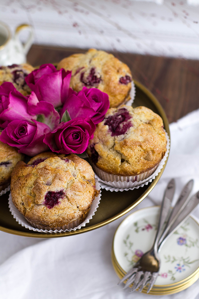 himbeer-schoko-muffins_etagere-clos-up
