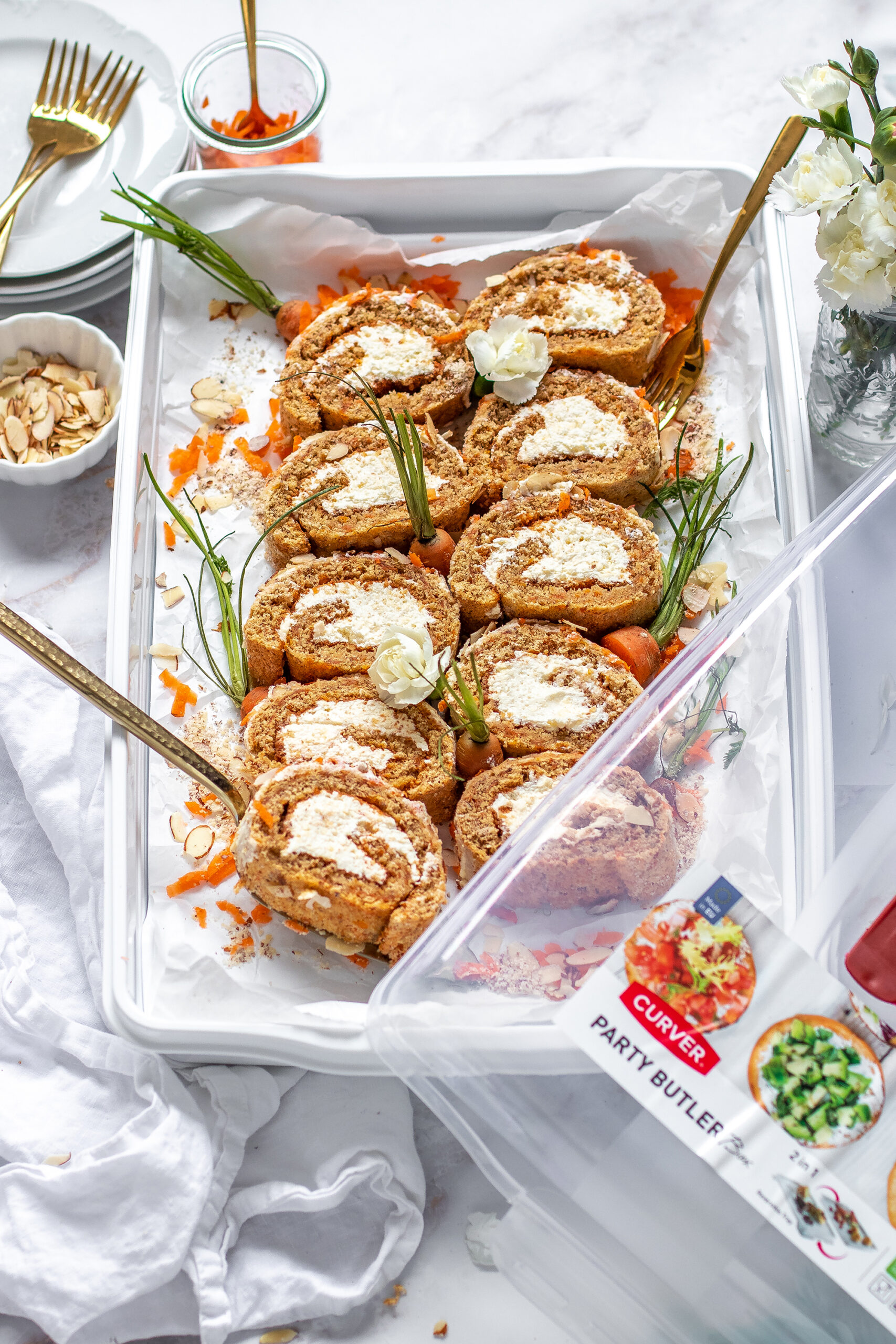 Carrot Cake Biskuitrolle mit Frosting